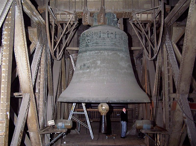 800px-CologneCathedralBell02